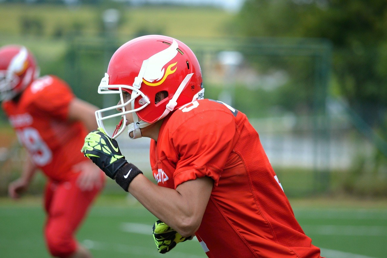 Best Football Shoulder Pads for Running Backs - And Why They Are Important